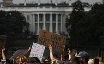 """Hàng chục ngàn người Mỹ biểu tình, Nhà Trắng thành """"pháo đài"""""""