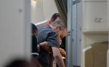 Hình ảnh phi công người Anh trên siêu máy bay rời Việt Nam về nước