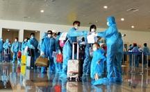 CLIP: Chuyến bay thương mại quốc tế đầu tiên về Việt Nam, hành khách được cách ly thế nào?