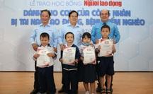 Ấm áp lễ trao học bổng Báo Người Lao Động cho con công nhân