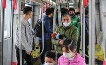 """CLIP: Người dân ùn ùn tới nhà ga S1, """"soi"""" nội thất tàu tuyến đường sắt Nhổn - ga Hà Nội"""