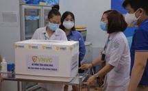 """Vắc-xin Covid-19 """"cập bến"""" Bệnh viện Bệnh Nhiệt đới TP HCM"""