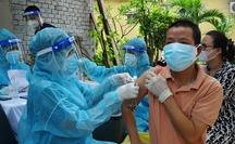 Tiêm vắc-xin cho trẻ: TP HCM chờ Bộ Y tế hướng dẫn