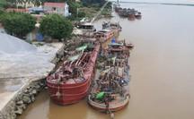"""Bộ Công an dẹp nạn """"cát tặc"""", bắt quả tang 24 tàu đang hút cát trái phép"""