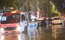 TP HCM: Tiều cường kết hợp mưa lớn gây ngập nặng