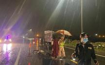 CLIP: Đi buôn giữa đêm mưa tầm tã, 2 ông bà cụ chết thảm