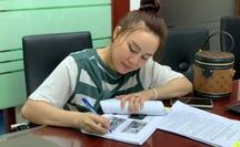 Ca sĩ Vy Oanh nộp đơn đề nghị Công an TP HCM khởi tố bà Nguyễn Phương Hằng