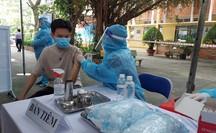 Hơn 1.200 học sinh đầu tiên tại TP HCM được tiêm vắc-xin Covid-19