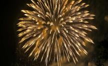 CLIP: Hàng vạn người dân đổ về xem bắn pháo hoa tại Lễ giỗ Tổ Hùng Vương