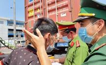 """Toàn cảnh CSGT cùng cảnh sát hình sự, ma túy """"chốt chặn"""" ở  cảng Phú Hữu"""