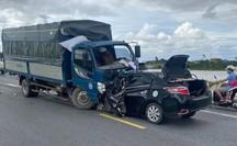 Xe tải và xe con tông trực diện kinh hoàng, 3 người tử vong tại chỗ