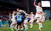 Đè bẹp Nga, Đan Mạch vào vòng 1/8 Euro 2020 gặp Xứ Wales
