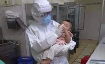 Xúc động nữ bác sĩ vắt sữa nuôi bệnh nhi Covid-19 xa mẹ