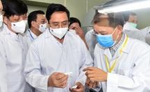 Thủ tướng: Chậm nhất tháng 6-2022 phải có vắc-xin ngừa Covid-19 sản xuất trong nước