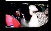 CLIP: Hành khách đấm liên tục tài xế gây xôn xao mạng xã hội