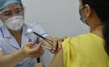 Người trên 65 tuổi tại TP HCM tạm thời chưa tiêm vắc-xin ngừa Covid-19