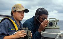 Tàu khu trục Mỹ và chiến đấu cơ Trung Quốc cùng tới eo biển Đài Loan