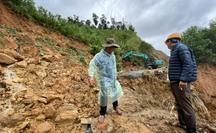 CLIP: Sạt lở nghiêm trọng tại vùng núi Quảng Nam, nhiều xã bị chia cắt