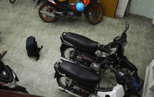 Trộm dọn 7 xe máy trong 1 nhà trọ có 2 lớp cửa