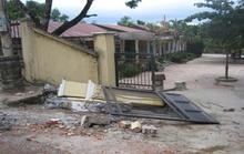 Sập cổng trường đè chết học sinh lớp 3