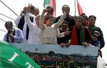 Pakistan: Biển người vượt 300 km đòi lật đổ thủ tướng