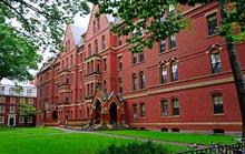 Mỹ: Sát thủ nặc danh dọa bắn hàng trăm sinh viên Harvard