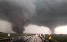 """Mỹ: """"Lốc xoáy sinh đôi"""" tàn phá Nebraska, 1 người chết"""