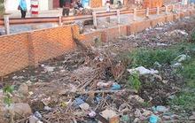 Kênh nghẹt rác gây ô nhiễm