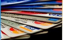 Càng nhiều thẻ, càng… tốn phí