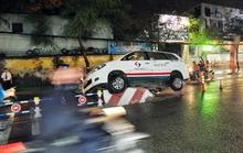 """Taxi """"làm xiếc trên đường"""