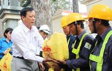 Thăm công nhân  công viên cây xanh