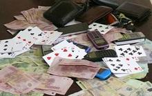 Bắt quả tang 4 cán bộ chi cục thuế đang đánh bạc