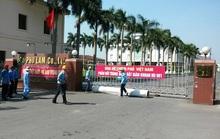 Khẩu hiệu ủng hộ Việt Nam, phản đối Trung Quốc trước DN Đài Loan