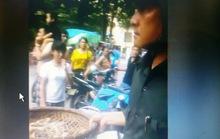 Xôn xao clip thu tôm của người bán hàng rong Sầm Sơn đưa về trụ sở