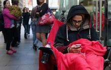 Người chạm vào iPhone 6 đầu tiên trên thế giới