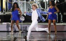Ca sĩ Rod Stewart bị kiện vì làm vỡ mũi khán giả