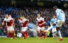 Man City trở lại đường đua, Liverpool đè bẹp Cardiff