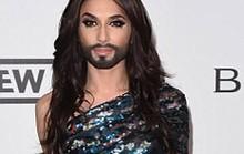 """""""Nữ hoàng có râu"""" đọ dáng cùng siêu mẫu"""