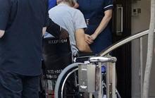 Harrison Ford ngồi xe lăn sau tai nạn trường quay