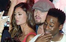 Chồng của người mẫu lộ ảnh thân mật Leonardo DiCaprio tự sát