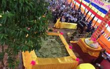 Bánh chưng lớn nhất Việt Nam dâng cúng các vua Hùng