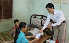 Bạn đọc Báo Người Lao Động giúp cháu bé ăn xin nuôi cha