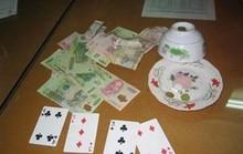 Đánh bạc để kiếm tiền ăn tết giữa năm