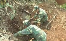 Bom nặng gần 350 kg nổ để lại hố rộng hơn 10 m