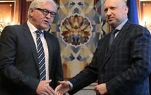 Ukraine: Thống đốc suýt chết, quân Nga chốt ở biên giới