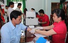 Công nhân tham gia hiến máu tình nguyện