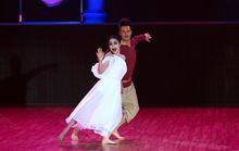 Ban giám khảo Bước nhảy hoàn vũ bỏ chạy trước ma nữ Thanh Vân