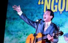 Nhạc sĩ - NSƯT Thế Hiển hát tặng Trường Sa