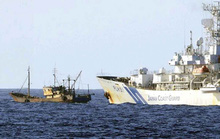 """Tàu cá Trung Quốc bị """"đánh hội đồng"""""""