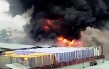 Xưởng nhuộm cháy dữ dội, công nhân nháo nhào bỏ chạy